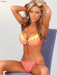Mandy Lynn busty bombshell