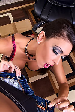 Jessica Jaymes Gives Blowjob