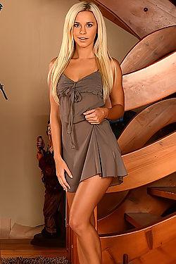 Long Leged Blonde Dido Angel