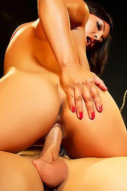 Adrianna Luna Stimulates A Cock