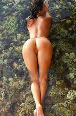 Paulina Wet Nude Girl Posing Outdoors
