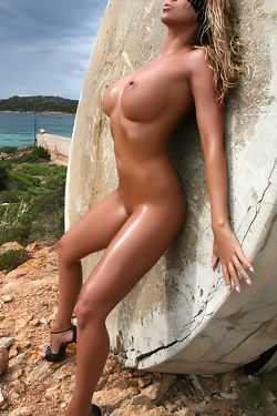Nicole Posing Naked Outdoor