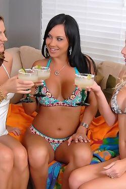 Mariah Milano lesbian orgy!