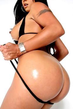 Mariah Milano shows tits and ass