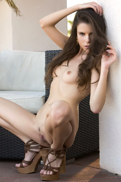 Gorgeous Valeria Poses Naked On The Terrace